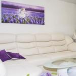 5-accente violet in amenajarea unui living alb