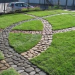 5-alei intercalate din piatra de rau in curtea casei