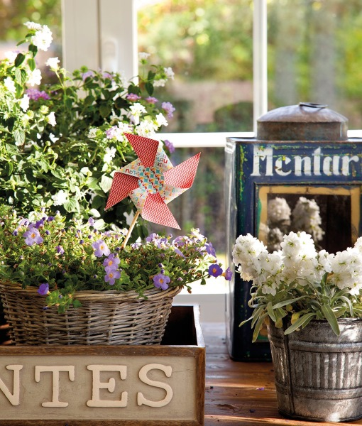 5-aranjamente florale in cosuri de rachita si ghiveci din tabla