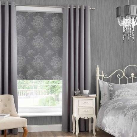 asortare draperii si rulou textil fereastra dormitor
