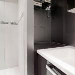 5-baie moderna decorata si finisata in alb si negru
