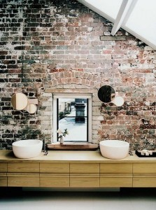 5-baie rustica pereti placati cu caramida bruta nefinisata