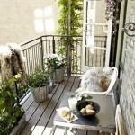 5-balcon mic amenajat simplu si minimalist si decorat cu plante si blanuri