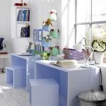 5-birou camera copil asezat in fata geamului