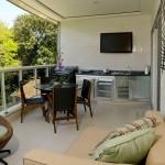 5-bucatarie moderna amenajata intr-o logie deschisa a unui apartament