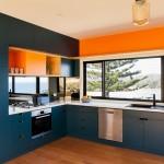 5-bucatarie-moderna-pe-albastru-si-portocaliu-cu-mobila-pe-doua-laturi