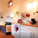 5-bucatarie si living open space casa mica din lemn SUA