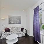 5-canapea in husa inflorata si draperii violet decor garsoniera moderna scandinava