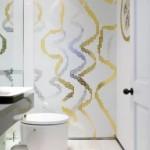 5-combinatie mozaic argintiu si auriu in amenajare baie moderna