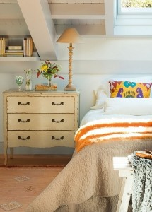 5-comoda cu sertare in locul noptierei de la capul patului