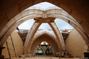 5-constructia cupolei unui turn castel medieval Guedelon Franta