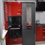 5-cuptoare electrice si combina frigorifica integrate in mobilierul modern de bucatarie