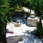 5-curte casa mica din piatra stil traditional turcesc 60 mp