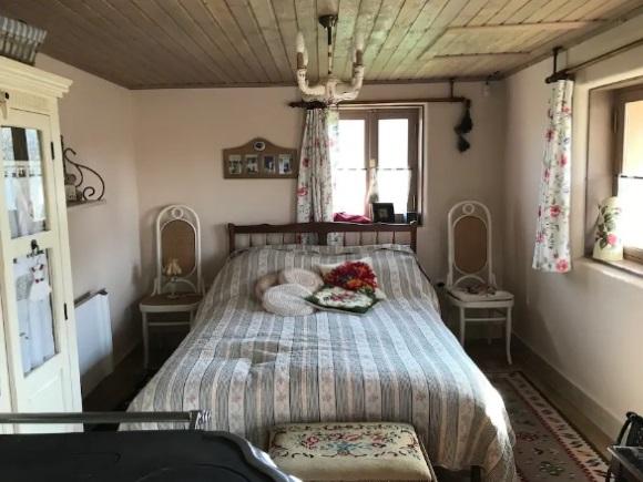 decor rustic note Provence cazare Pitesti