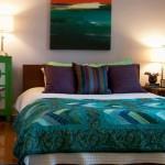 5-dormitor decorat in lila sidefat cu verde smarald