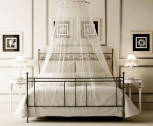 5-dormitor in alb si negru cu baldachin montat pe tavan
