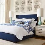 5-dormitor modern cu pat decorat cu lenjerie si textile albe si bleumarin