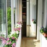 5-dulap cu usi glisante placate cu oglinzi proiectat intr-o laterala a unui balcon ingust