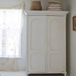 5-dulap de haine din lemn vopsit in alb decor dormitor rustic