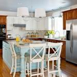 5-dupa transformare bucatarie stil clasic pe colt cu insula in centru mobila alb bleu si maro