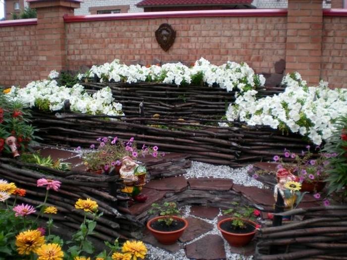 5-gard rustic crengi groase amenajare gradina flori