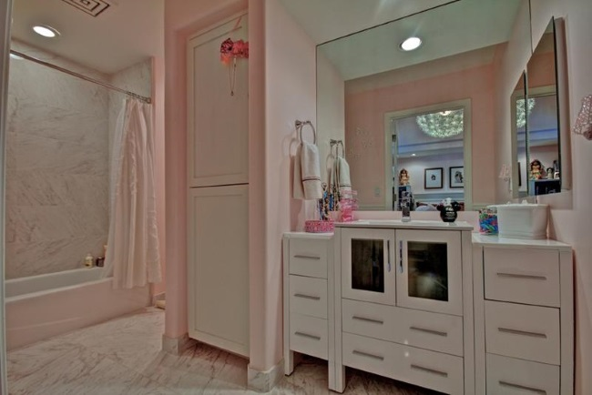 5-idee amenajare baie moderna in roz pudrat si alb
