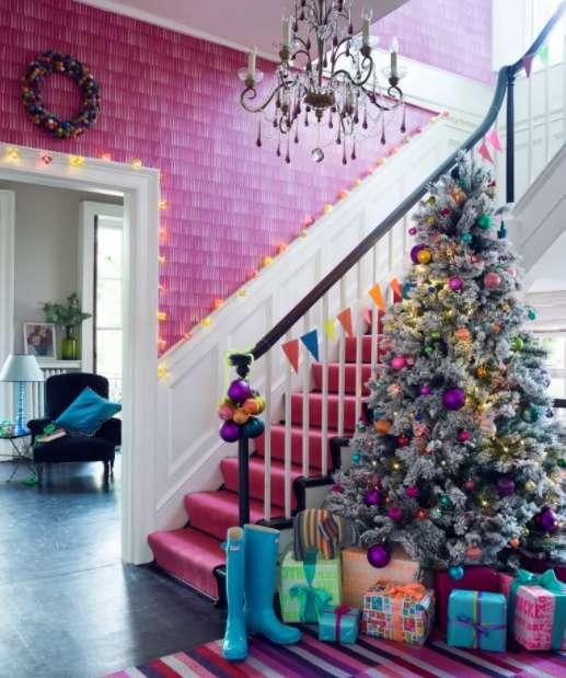 5-idee-decor-brad-eclectic-globuri-roz-mov-auriu