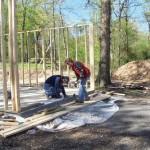 5-instantanesu de pe santier constructie casa din lemn Casa Brookins si fiul ei Drew