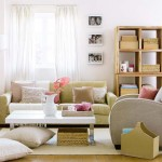 5-living amenajat si decorat in nuante de bej si alb cu accente roz