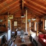 5-living mare cu bucatarie taraneasca open space cabana rustica lemn de pin