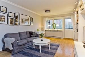 5-living simplu decorat sumar apartament 3 camere 80 mp