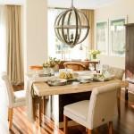 5-loc de luat masa amenajat in livingul mare al apartamentului