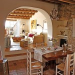5-loc de luat masa deschis spre living casa rustica din piatra naturala