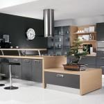 5-mobila-bucatarie-in-combinatie-de-negru-cu-furnir-de-lemn