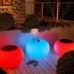 5-mobilier de terasa si gradina care lumineaza in intuneric lumini led