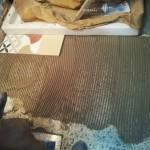 5-montare gresie artizanala pictata manual baie retro