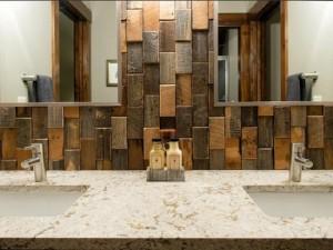 5-perete baie placat cu bucati din lemn tratat antiumezeala