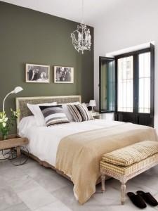 5-perete de accent gri cu tenta verzuie decor dormitor spatios