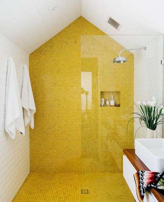 5-perete-pardoseala-accent-baie-mozaic-galben