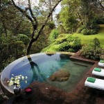 5-piscina panoramica fara margini teren in panta