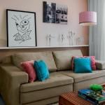 5-polita decorativa montata pe peretele din spatele canapelei