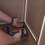 5-prinderea dulapurilor din colt cu ajutorul unui L metalic
