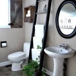 5-scara de lemn transformata in suport pentru prosoapele din baie