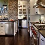 5-stalp placat cu piatra decor bucatarie moderna cu mobila alba