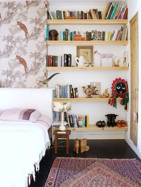 5-tapet cu imprimeu decorativ aplicat pe peretele de la capul patului din dormitor