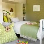 5-tapet decorativ olive perete camera copil cu mobila alba