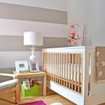 5-tapet in dungi late in decorul peretelui din camera bebelusului