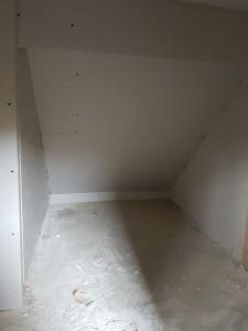 5-trepte acoperite cu gips carton sub scara interioara