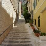 5-trepte pe una dintre stradutele centrului istoric al orasului Nafplio Grecia