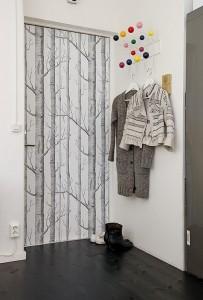 5-usa intrare in casa finisata cu tapet decorativ